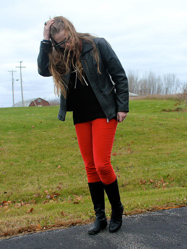 black-bow-sweater-red-pants-4
