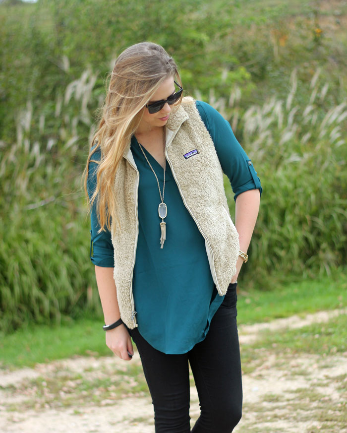 Teal Lush tunic, Patagonia Los Gatos fuzzy vest, black skinny jeans, leopard booties | Puppies & Pretties