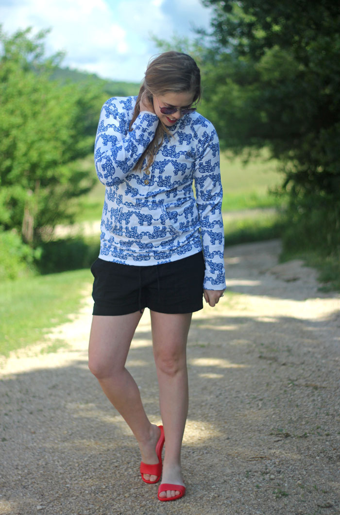 SOAK Sandals and a casual summer outfit: Lilly Pulitzer captain popover in Resort White Pack Your Trunk, Old Navy black linen shorts, SOAK Sandals in Baywatch | Puppies & Pretties